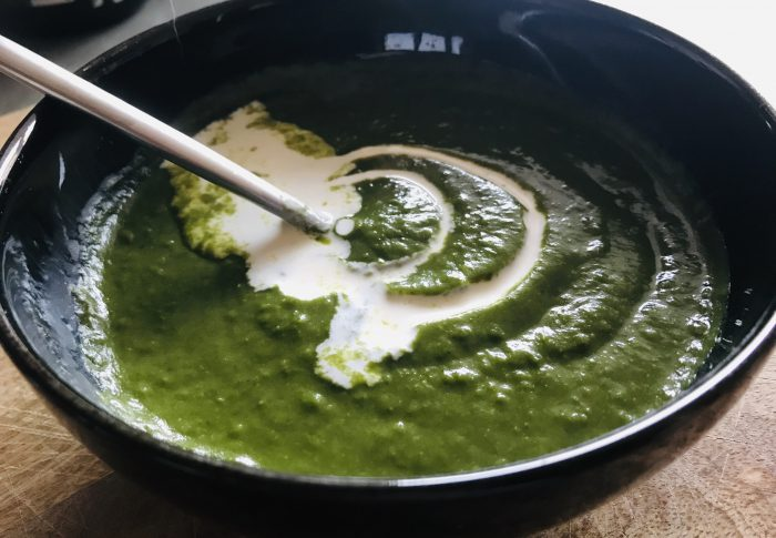 Spinach, pea and mint soup